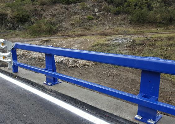 instalacion-barrera-de-seguridad-carreteras